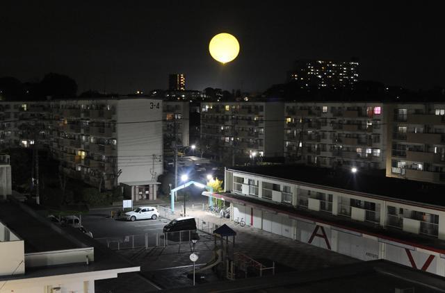 夜に空にあげる「太陽」はサンセルフホテルの一大イベントだ