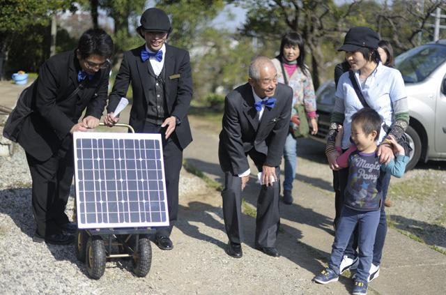 日中は団地の周辺を散歩し電力を貯める