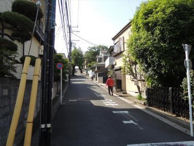 入り組んだ道が多いロータリー周辺の街並