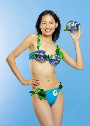 2004年、eco地球儀ブラ。「愛・地球博」のライセンス商品として製作=トリンプ・インターナショナル・ジャパン提供