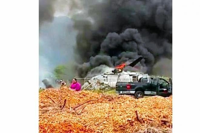 着陸に失敗して炎上するオスプレイ=地元ハワイのテレビ番組「ハワイ・ニュース・ナウ」提供