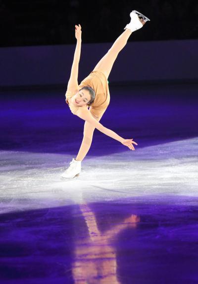 2014年4月7日、アイスショーでの浅田真央=札幌市、堀英治撮影