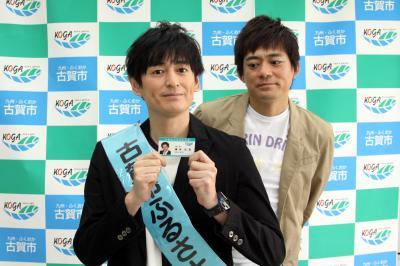 博多華丸さん(右)と博多大吉さん=2012年5月1日