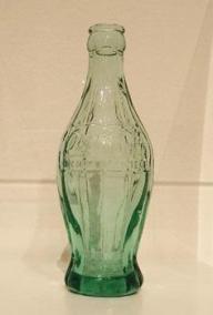 コカ・コーラの最初のボトルとなる原型のボトル
