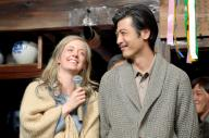 「マッサン」のスタジオ撮影が終わり、感想を話すシャーロット・ケイト・フォックスさん(左)と玉山鉄二さん=2015年2月19日
