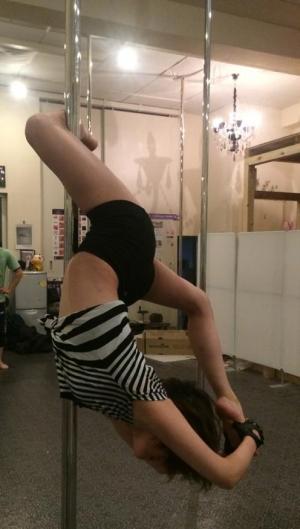 3カ月目。コクーン。左足がピーンとまっすぐ伸びるのが最終形。まだまだ柔軟足りてません