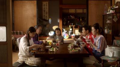 テレパシーで会話をする念力家の家族=NHK提供