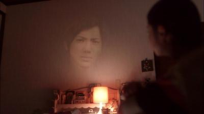念写でプロジェクターのように山田先輩の顔を映し出す玲子=NHK提供