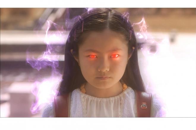 念力家の次女、奈々。宇宙人と話せる念力を持つが注射が苦手という小学生らしい悩みも=NHK提供
