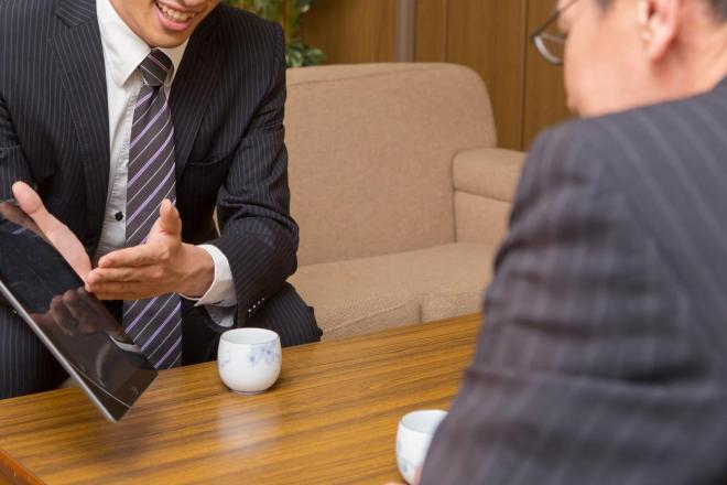 訪問先の出されたお茶は飲むべきか? ツイッターで起きた激論の答えは…