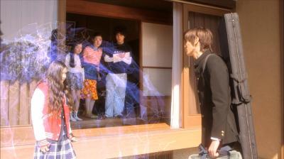 結界を張る長女の玲子=NHK提供