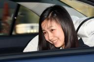 国際基督教大学に入学したことを天皇、皇后両陛下に報告し、皇居を出る秋篠宮家の次女佳子さま=2015年4月2日、皇居・半蔵門、井手さゆり撮影