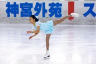 明治神宮アイススケート場で開かれたフィギュアスケート大会の小学6年生以上のクラスで1位になった秋篠宮さまの次女佳子さま=2007年4月12日