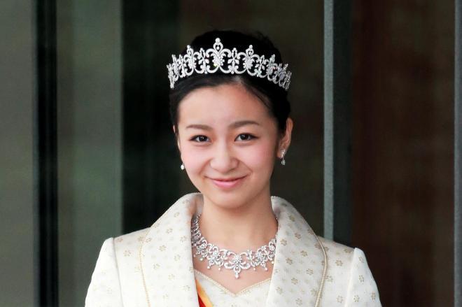 20歳の誕生日を迎え、皇居で成年の行事に臨んだ秋篠宮家の次女佳子さま=2014年12月29日、皇居・宮殿、代表撮影