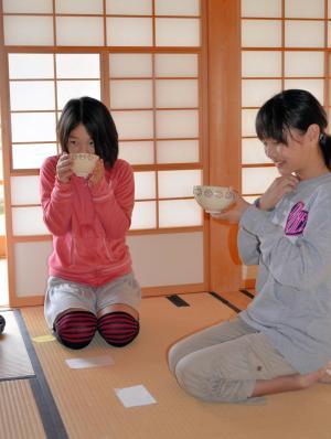 根津記念館では、子どもを対象にした茶会などのイベントも開かれている