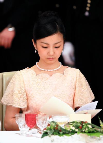 フィリピンのアキノ大統領を招いた宮中晩餐会に出席した秋篠宮ご夫妻の次女、佳子さま=2015年6月3日、皇居・宮殿「豊明殿」、代表撮影