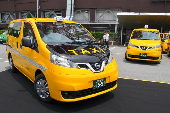 お披露目された日産NV200の国内向けタクシー
