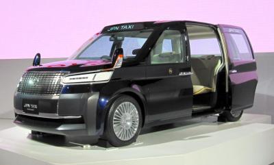 2013年の東京モーターショーで披露された、トヨタの新型タクシー試作車