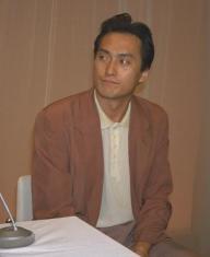 急性骨髄性白血病治療のため入院すると記者会見する俳優の渡辺謙さん=94年8月