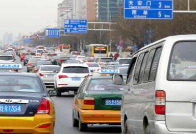 激しく渋滞する北京市中心部=2013年12月10日