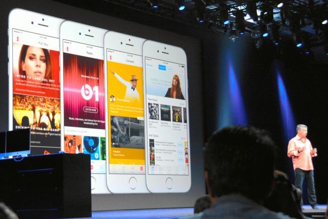 定額の音楽配信サービス「アップルミュージック」を発表するアップル幹部=サンフランシスコ、宮地ゆう撮影