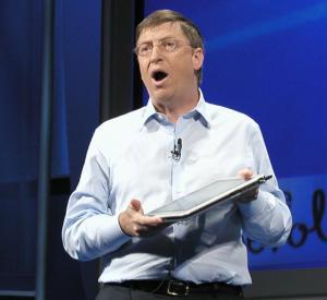ニューヨーク市で開かれたタブレットPCの発売記念イベントで説明するマイクロソフトのビル・ゲイツ会長=2002年11月7日