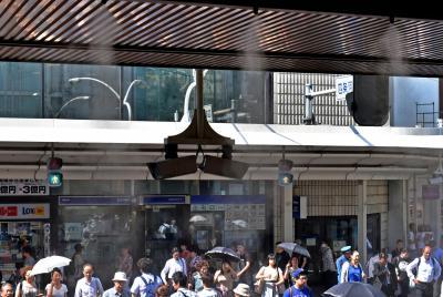真夏日続きでミスト装置も稼働早める=2015年5月27日、京都市下京区(写真と本文は関係ありません)