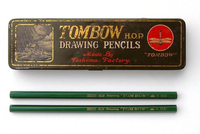 1928年に発売された「TOMBOW DRAWING PENCIL」のHB