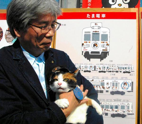 【2008年10月18日】「たま電車」のデザイン画を披露するたま駅長