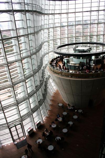 国立新美術館=2007年1月、東京・六本木