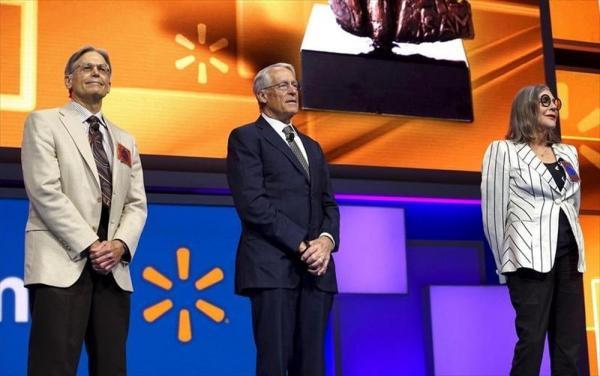 ジム・ウォルトン(左)=ロイター