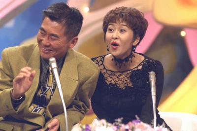 5代目パートナーの岡本夏生さん(右)による収録風景=1994年9月6日