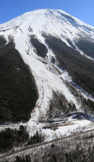 2014年3月、富士スバルラインで起きた雪崩=山梨県鳴沢村