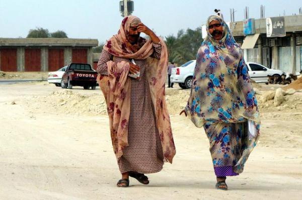 ゲシュムに住む既婚女性には、仮面をつけている人が少なからずいる