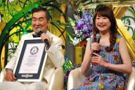 「新婚さんいらっしゃい!」の歩みを振り返る桂文枝さん(左)と山瀬まみさん