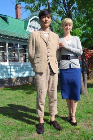 NHK朝の連続テレビドラマ「マッサン」でおしどり夫婦を演じた玉山鉄二さん(左)とシャーロット・ケイト・フォックスさん=2014年6月、余市町