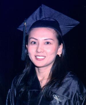 米国の大学の卒業写真。この頃のニックネームは「ハリケーン愛」