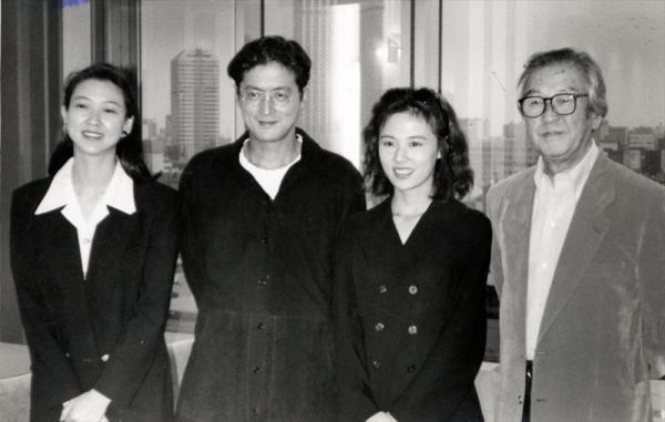 TBSテレビ系「お兄ちゃんの選択」の制作発表 左から紺野美沙子さん、陣内孝則さん、井森美幸さん、小林桂樹さん=1994年9月