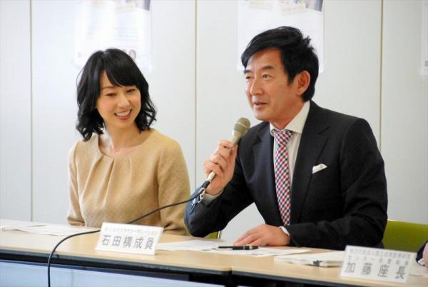 石田純一さん、東尾理子さん夫妻=2013年3月