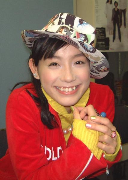 篠原ともえさん=2004年11月6日