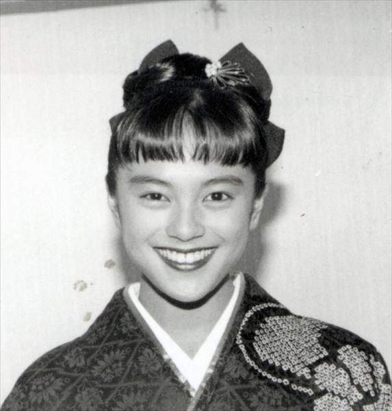牧瀬里穂さん=1990年12月