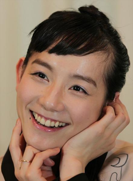 篠原ともえさん=2012年4月23日