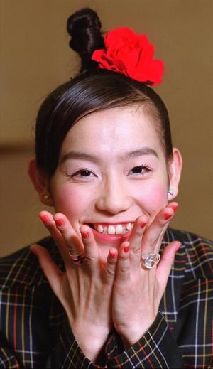 篠原ともえさん=2000年10月