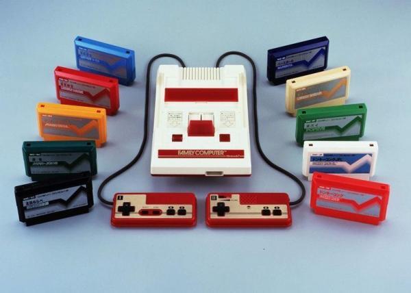 1983年に発売された任天堂のファミリーコンピュータ