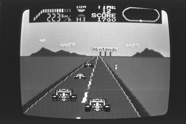 1985年2月、ファミコンのゲームソフト「F1レース」