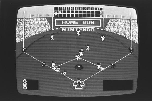 1985年2月、ファミコンのゲームソフト「ベースボール」の画面