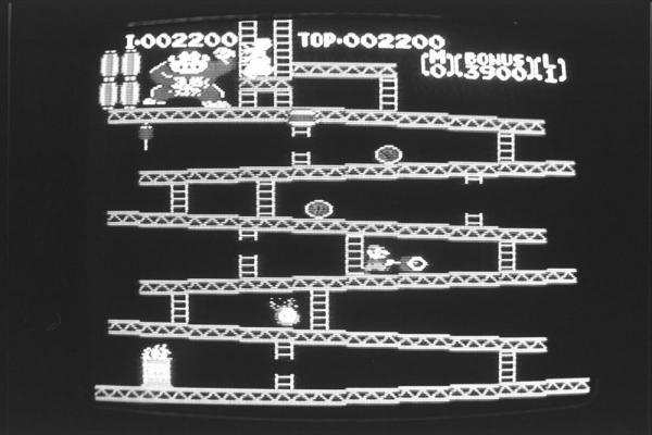 1985年2月、ファミコンのゲームソフト「ドンキーコング」の画面