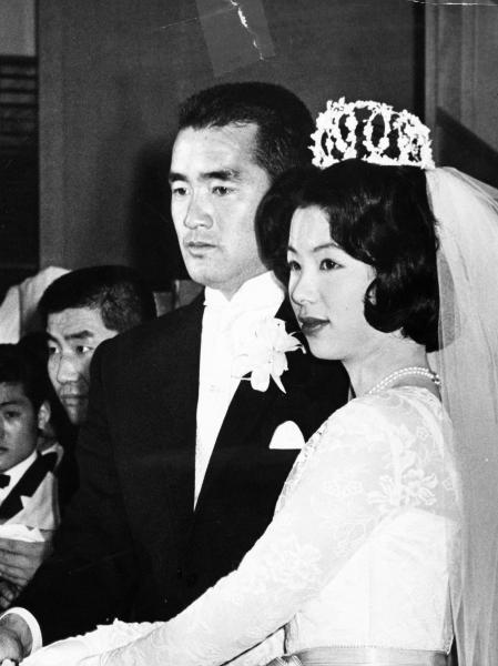【1965年1月】米国留学の経験があり、東京五輪のコンパニオンだった亜希子さんと結婚式を挙げた長嶋茂雄・元巨人監督