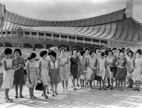 【1964年】勢ぞろいした東京オリンピックのコンパニオンたち