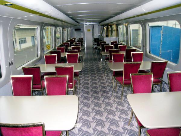 100系「グランドひかり」の2階は食堂車になっていた=JR西日本提供